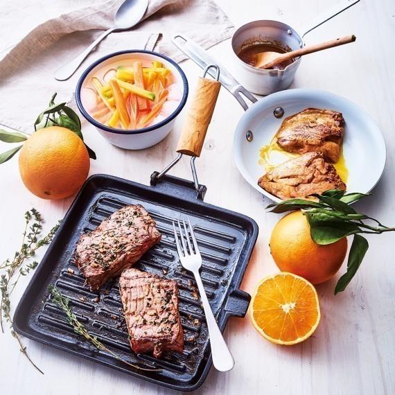 Faux-filet de bœuf et foie gras, duo de carottes à la cardamome et pommes allumettes