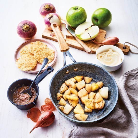 Filet de truite étuvé, radis et crème de navet au raifort